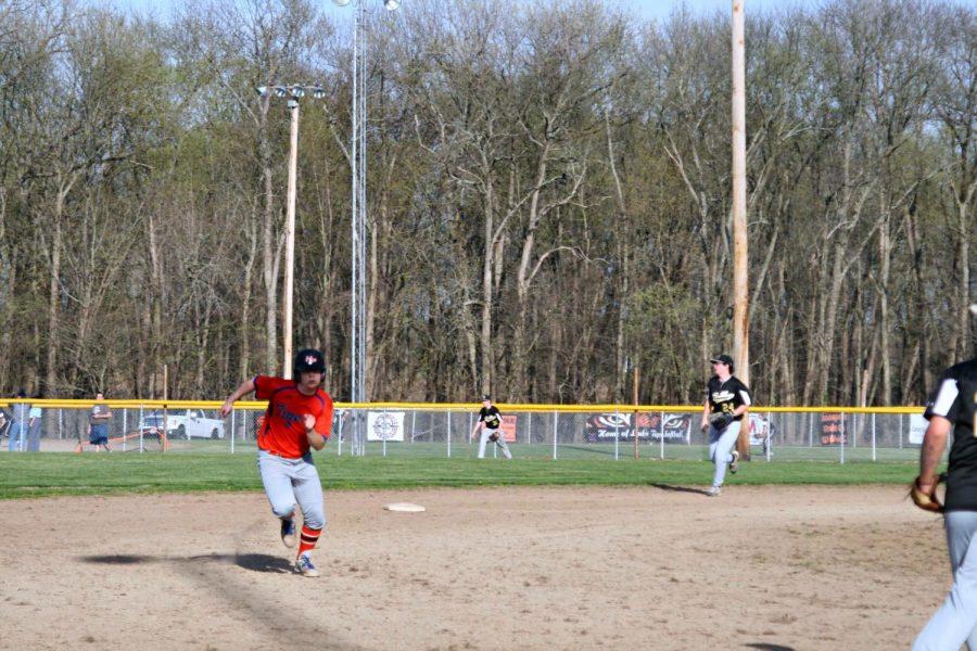 Brennen Burkett running to 3rd base.