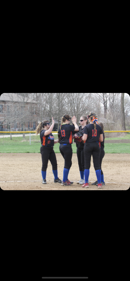 Lady Tigers at the mound
